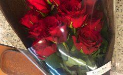 横浜市みなとみらいのホテルへバラの花束を配達しました。【横浜花屋の花束・スタンド花・胡蝶蘭・バルーン・アレンジメント配達事例555】