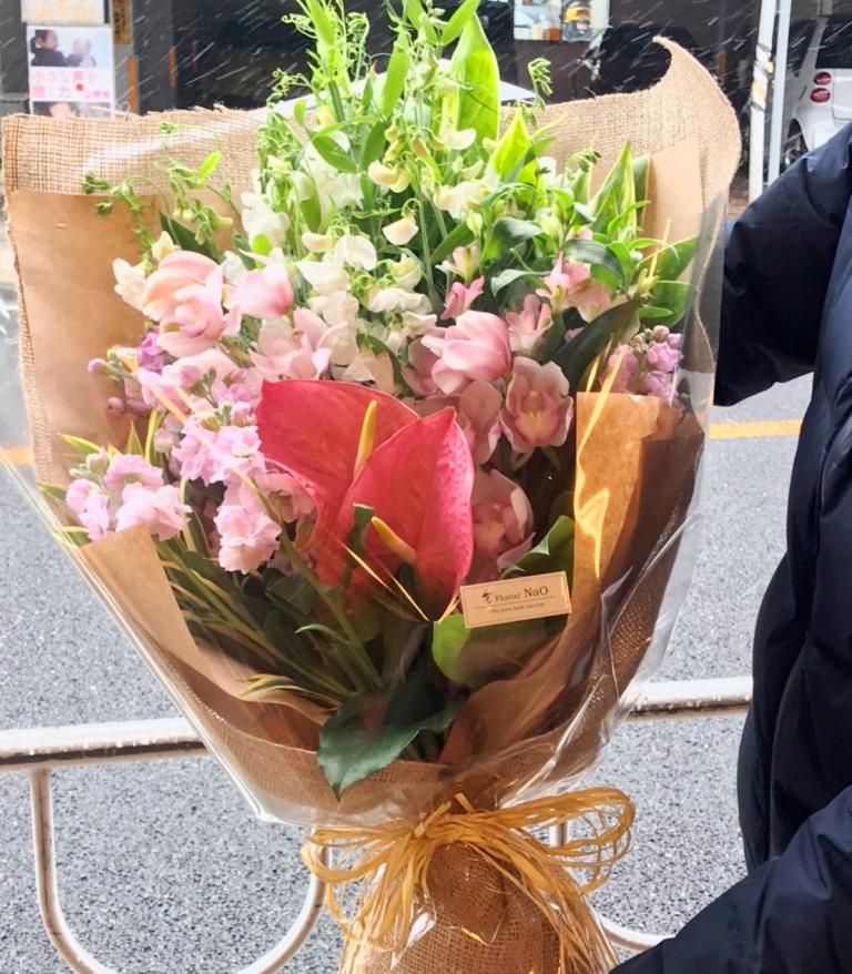 関内へ花束を即日当日配達しました。【横浜花屋の花束・スタンド花・胡蝶蘭・バルーン・アレンジメント配達事例559】