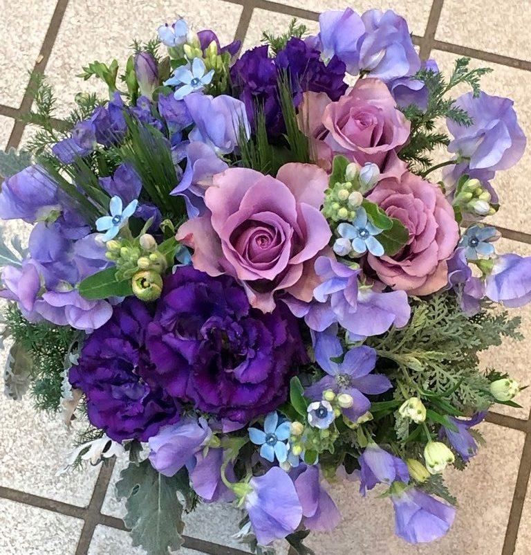 お誕生日用ブーケのご注文をいただきました!【横浜花屋の花束・スタンド花・胡蝶蘭・バルーン・アレンジメント配達事例558】
