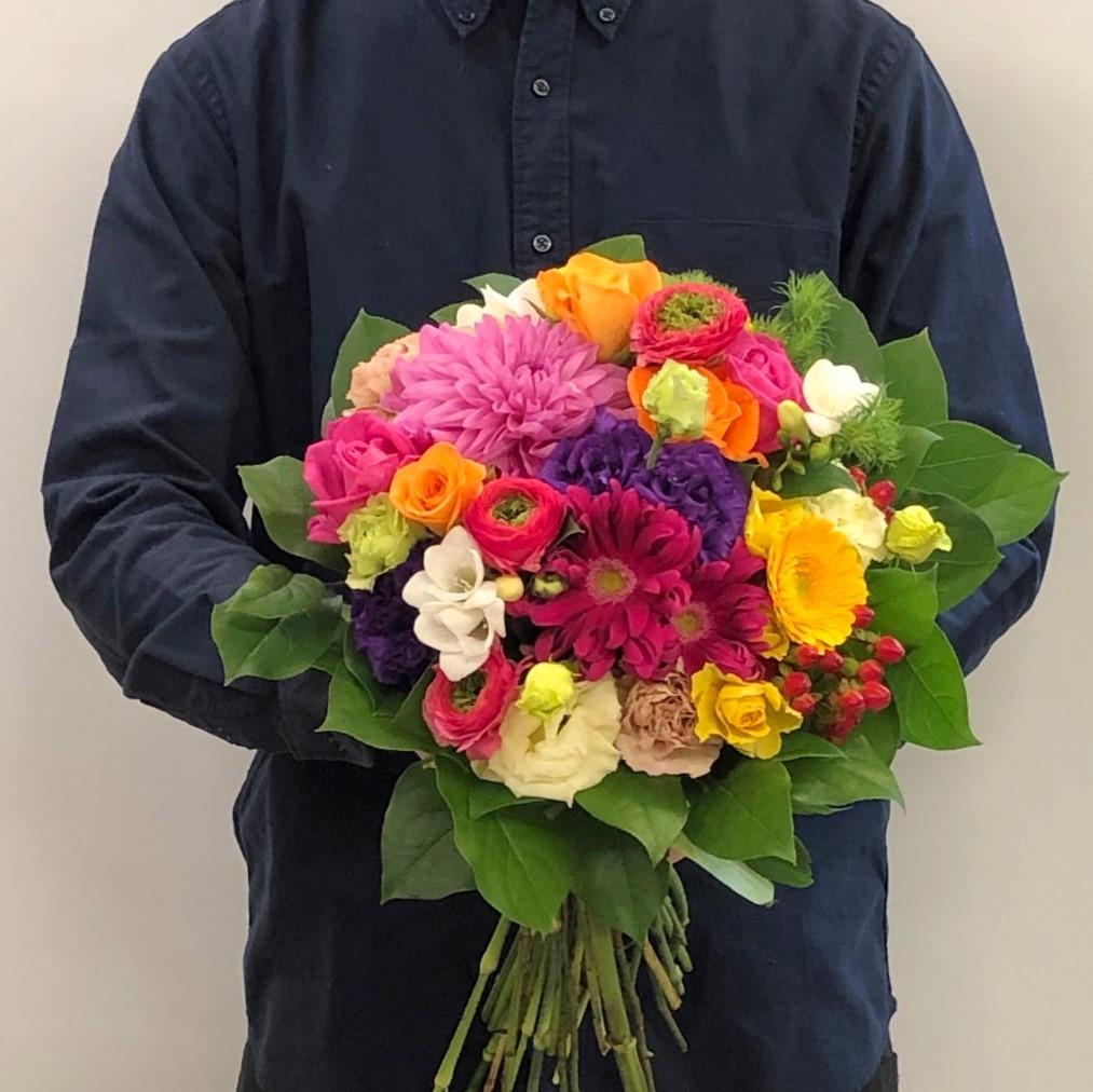 横浜市本町へブーケ花束を即日当日配達しました。【横浜花屋の花束・スタンド花・胡蝶蘭・バルーン・アレンジメント配達事例581】