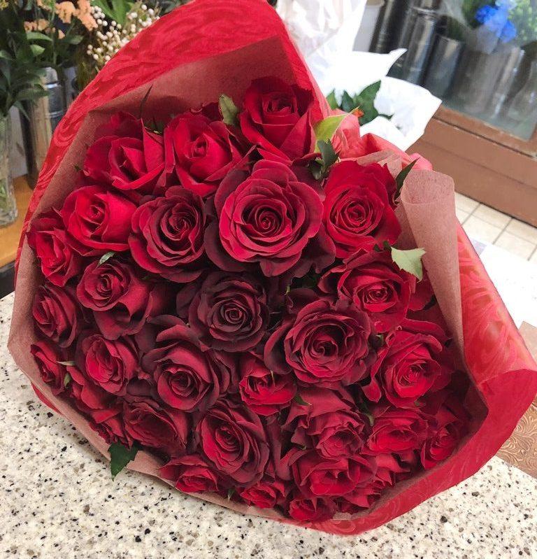 アニヴェルセルみなとみらいへ7時45分にバラの花束を配達しました。【横浜花屋の花束・スタンド花・胡蝶蘭・バルーン・アレンジメント配達事例565】