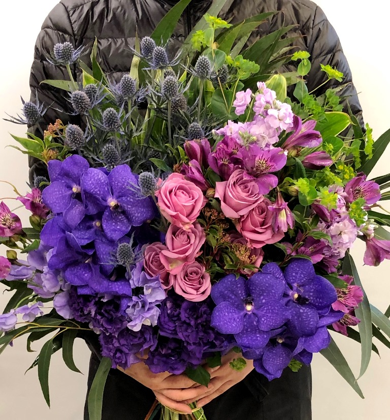 古希&喜寿の花束を配達しました。【横浜花屋の花束・スタンド花・胡蝶蘭・バルーン・アレンジメント配達事例578】