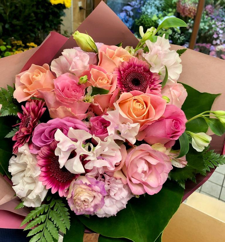 関内へ花束を即日当日配達しました。【横浜花屋の花束・スタンド花・胡蝶蘭・バルーン・アレンジメント配達事例584】
