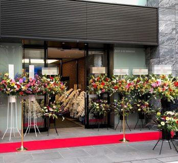 横浜市関内へスタンド花10基配達しました。【横浜花屋の花束・スタンド花・胡蝶蘭・バルーン・アレンジメント配達事例586】