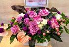 関内へお誕生日用アレンジメントを配達しました。【横浜花屋の花束・スタンド花・胡蝶蘭・バルーン・アレンジメント配達事例598】
