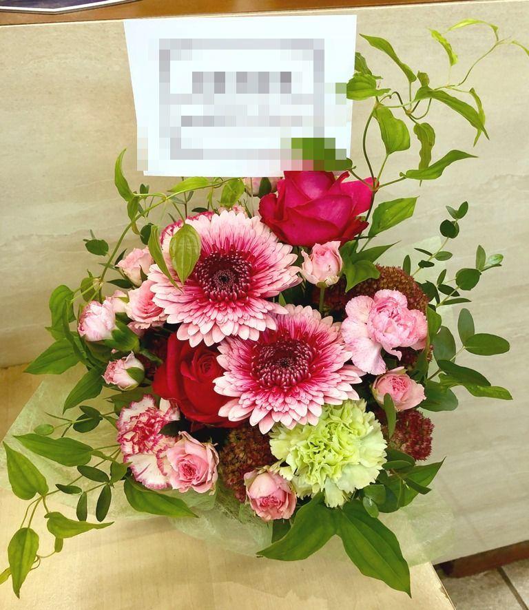 横浜市みなとみらいへフラワーアレンジメントを配達しました。【横浜花屋の花束・スタンド花・胡蝶蘭・バルーン・アレンジメント配達事例600】