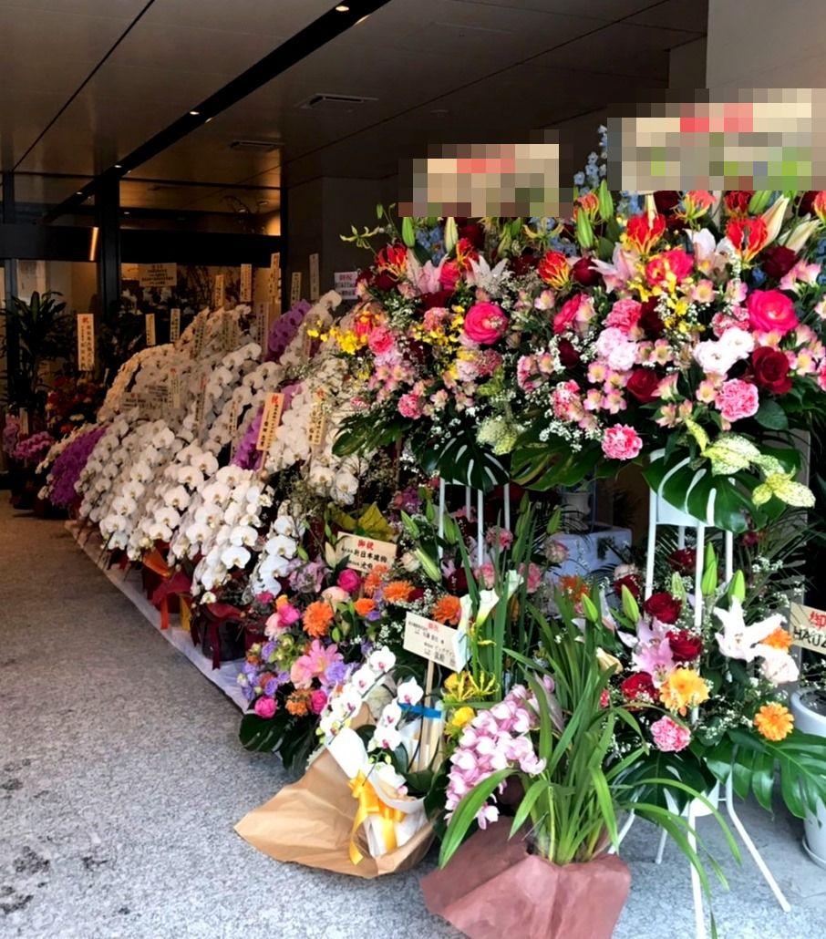 移転祝用の胡蝶蘭などを配達しました。【横浜花屋の花束・スタンド花・胡蝶蘭・バルーン・アレンジメント配達事例590】