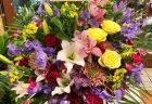 横浜市関内へフラワーアレンジメントを配達しました。【横浜花屋の花束・スタンド花・胡蝶蘭・バルーン・アレンジメント配達事例597】