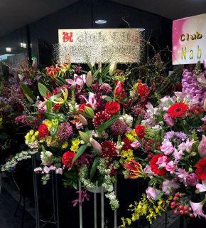 関内へスタンド花を配達しました。【横浜花屋の花束・スタンド花・胡蝶蘭・バルーン・アレンジメント配達事例611】