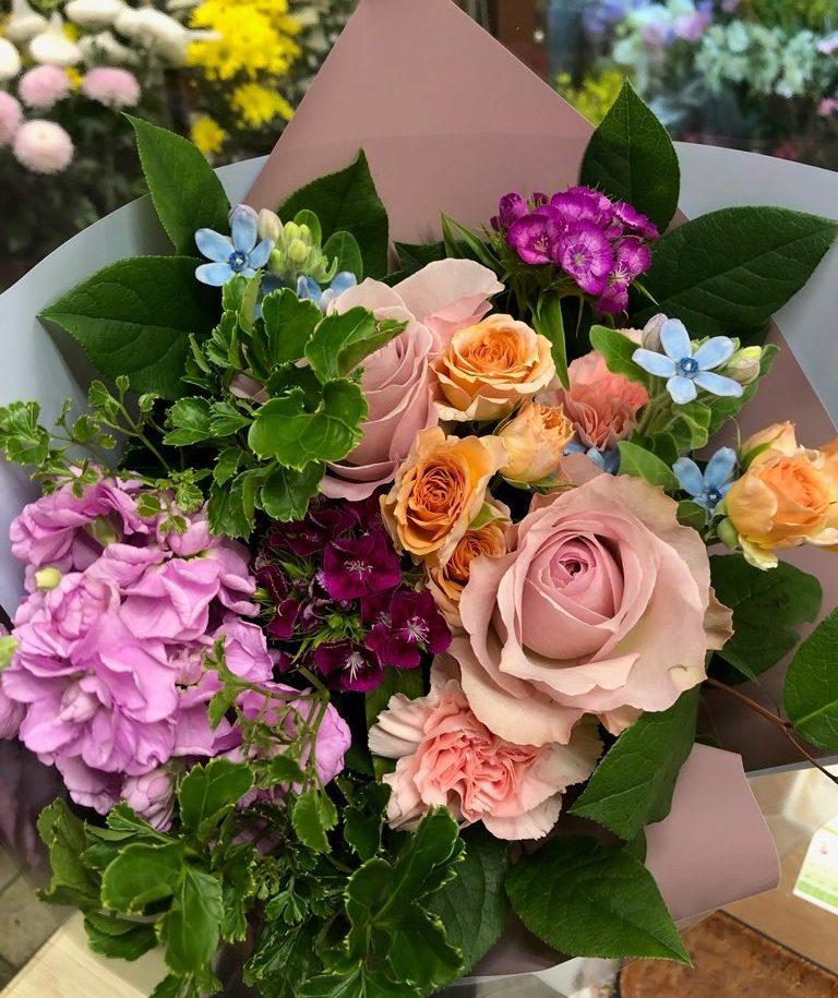 年度末、沢山のご注文ありがとうございました。【横浜花屋の花束・スタンド花・胡蝶蘭・バルーン・アレンジメント配達事例613】