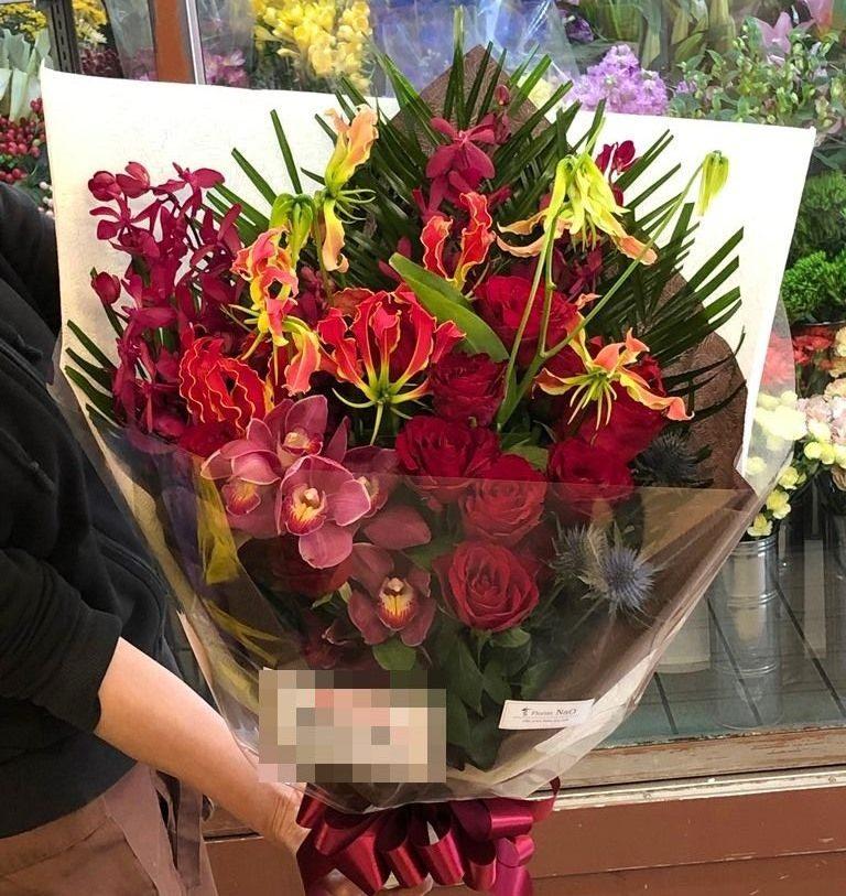 横浜市中区関内へ花束を当日即日配達しました。【横浜花屋の花束・スタンド花・胡蝶蘭・バルーン・アレンジメント配達事例636】