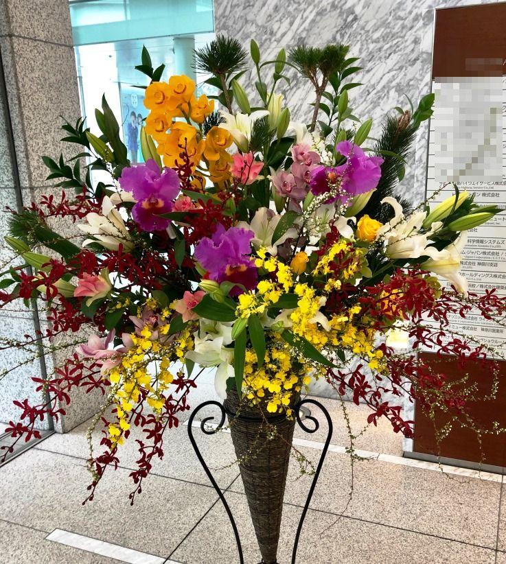 横浜市金港町へ入社式用のスタンド花を配達しました。【横浜花屋の花束・スタンド花・胡蝶蘭・バルーン・アレンジメント配達事例619】