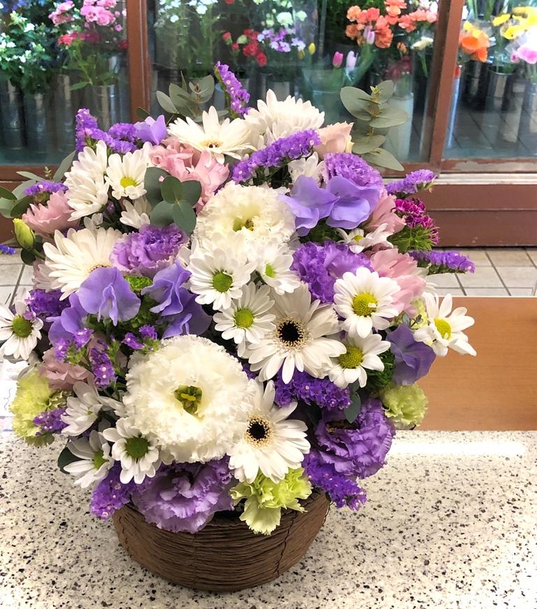横浜市中区へ供花を即日当日配達しました。【横浜花屋の花束・スタンド花・胡蝶蘭・バルーン・アレンジメント配達事例624】