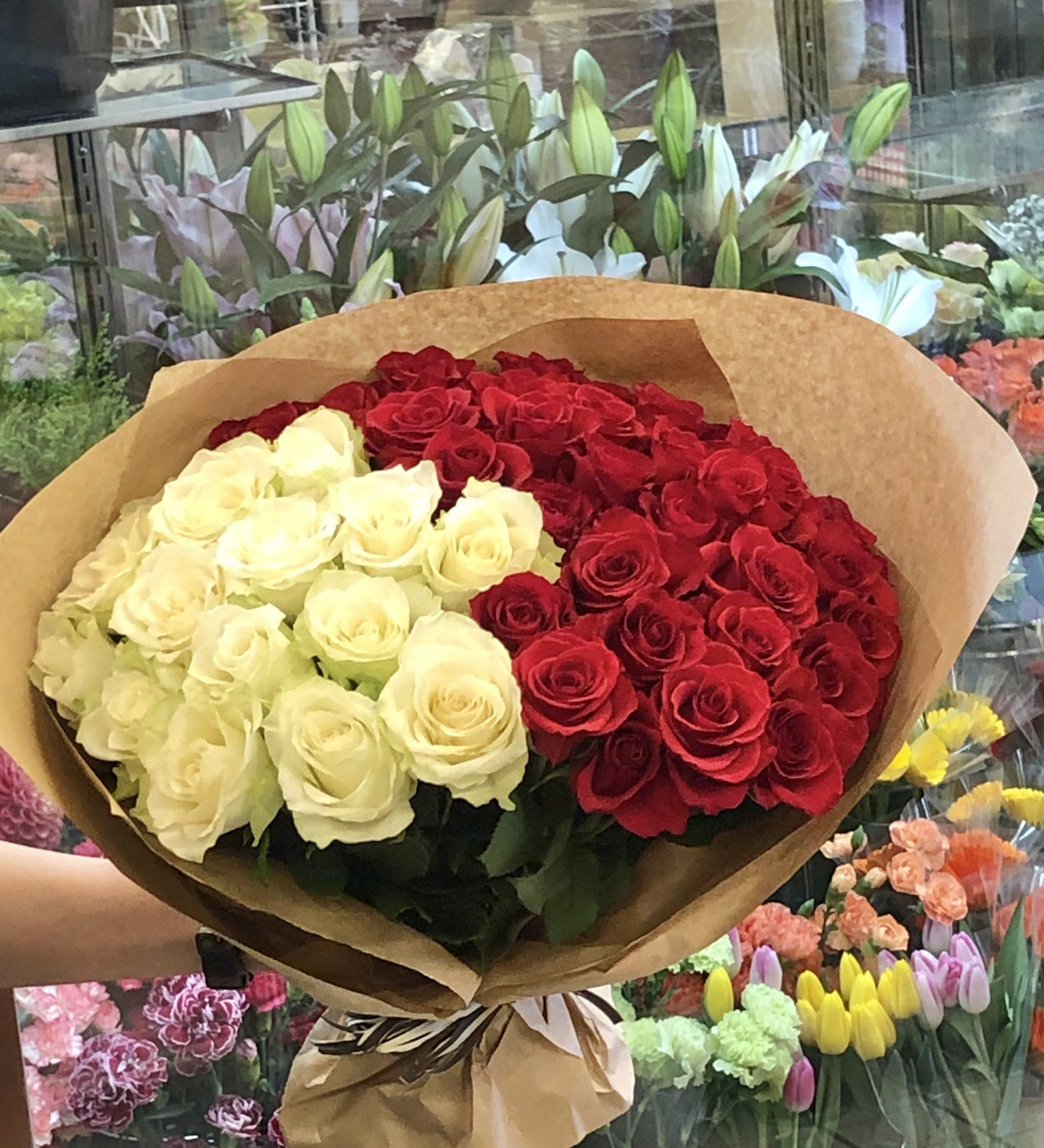 横浜市中区柏葉へバラの花束50本を即日当日配達しました。【横浜花屋の花束・スタンド花・胡蝶蘭・バルーン・アレンジメント配達事例623】