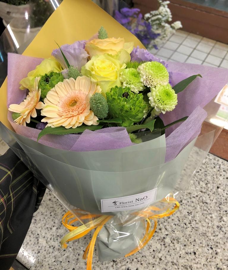 横浜市中区本町へ花束を即日当日配達しました。【横浜花屋の花束・スタンド花・胡蝶蘭・バルーン・アレンジメント配達事例626】