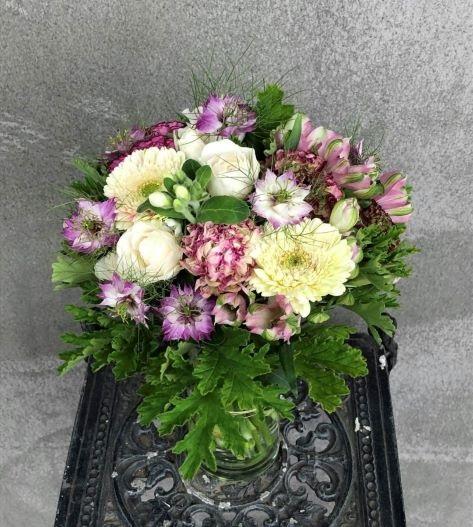 ブーケタイプ花束を制作しました。【横浜花屋の花束・スタンド花・胡蝶蘭・バルーン・アレンジメント配達事例631】