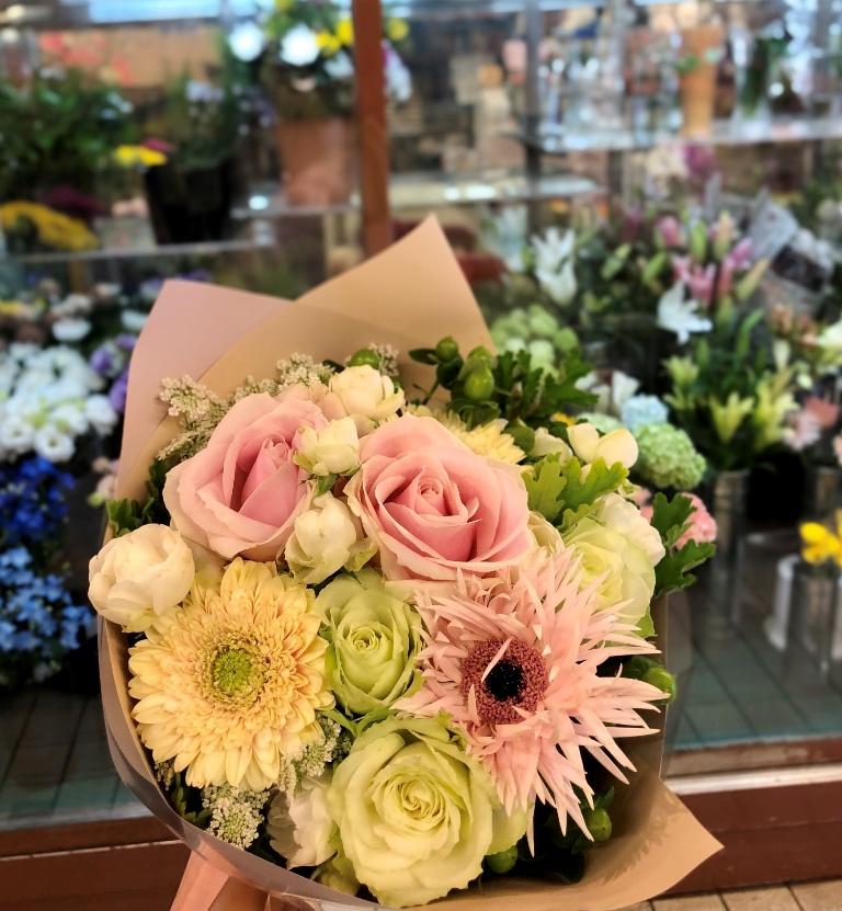 横浜市中区滝之上へ花束を当日即日配達しました。【横浜花屋の花束・スタンド花・胡蝶蘭・バルーン・アレンジメント配達事例641】