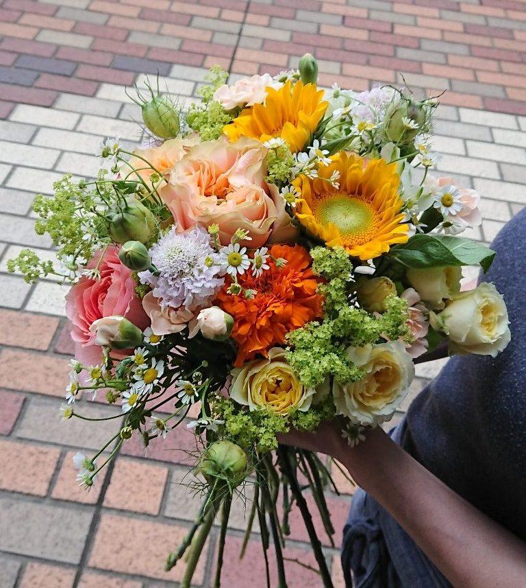 横浜市中区へ花束を即日当日配達させていただきました。【横浜花屋の花束・スタンド花・胡蝶蘭・バルーン・アレンジメント配達事例659】