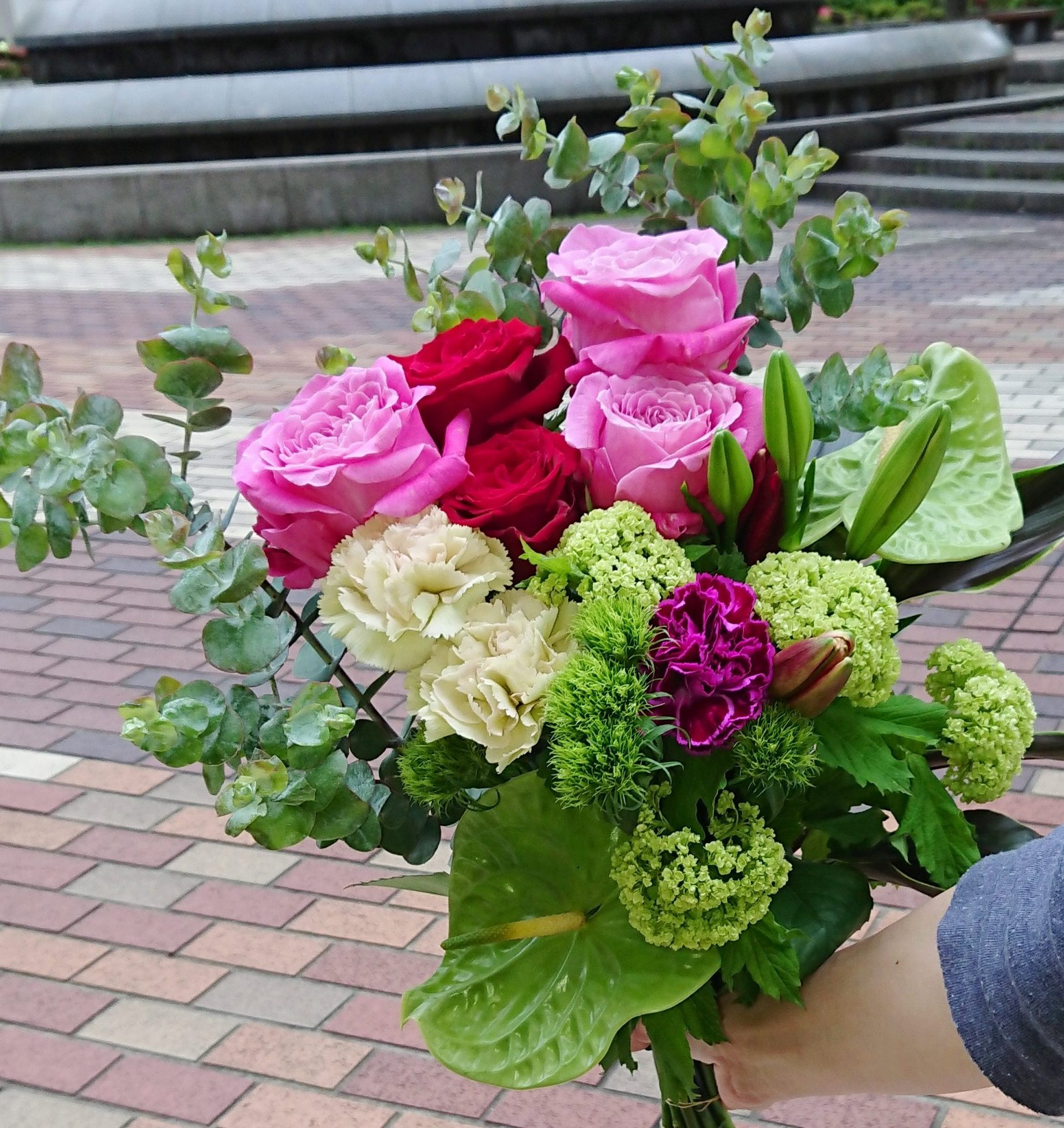 横浜市関内へ花束を即日当日配達させていただきました。【横浜花屋の花束・スタンド花・胡蝶蘭・バルーン・アレンジメント配達事例663】