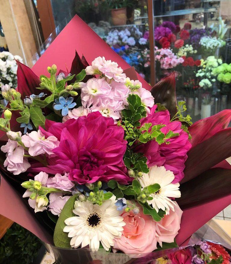 横浜市矢口台へ花束を即日当日配達しました。【横浜花屋の花束・スタンド花・胡蝶蘭・バルーン・アレンジメント配達事例644】
