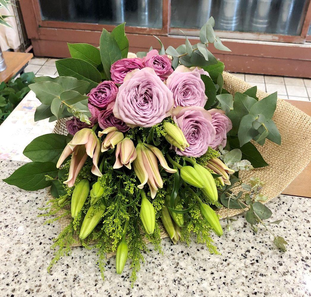 横浜市鶴見区へ花束を配送しました。【横浜花屋の花束・スタンド花・胡蝶蘭・バルーン・アレンジメント配達事例650】