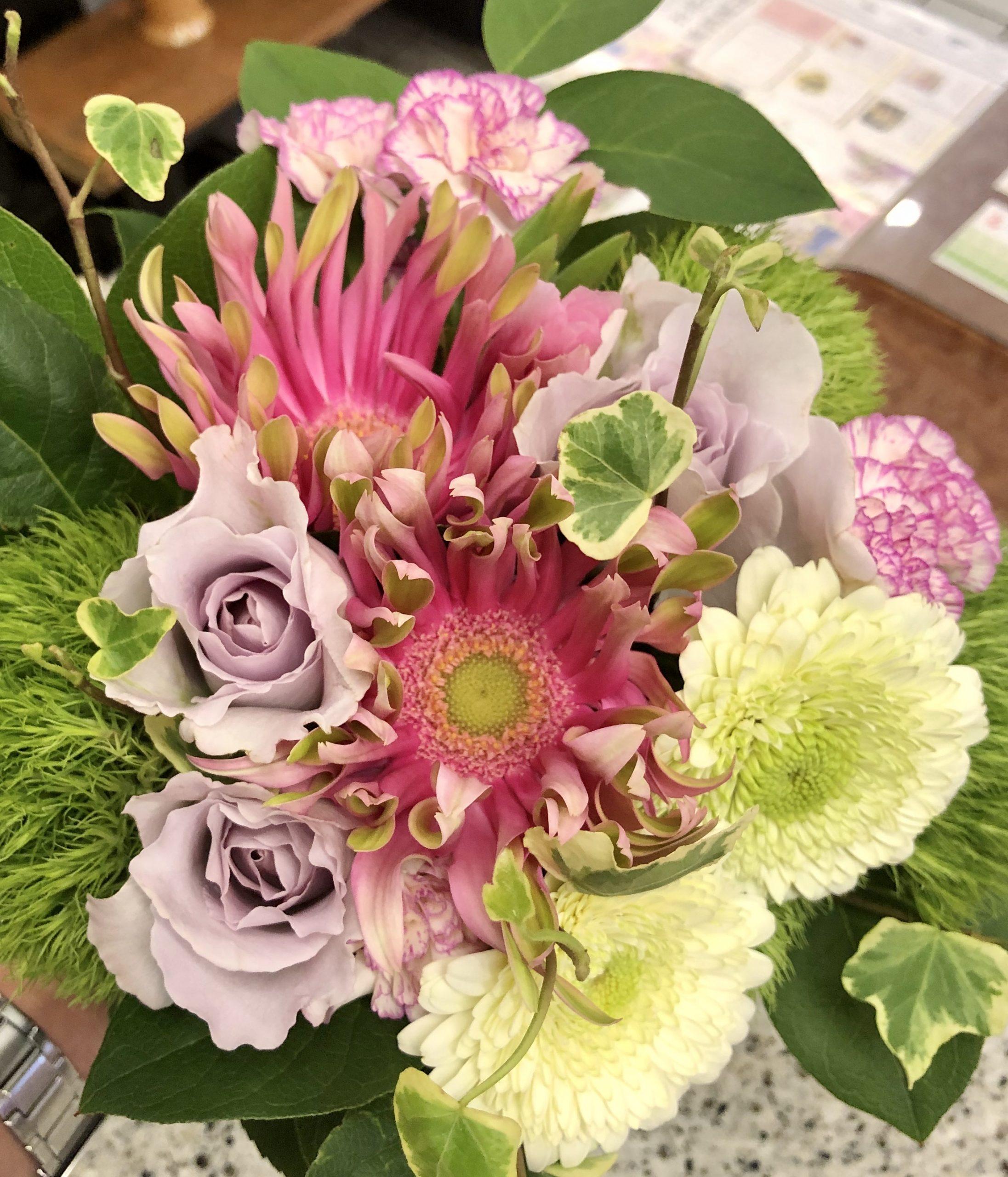 横浜市南区へ花束を即日当日配達させていただきました。【横浜花屋の花束・スタンド花・胡蝶蘭・バルーン・アレンジメント配達事例656】