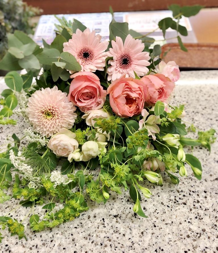 ペットのお供え用花束を即日当日配達させていただきました。【横浜花屋の花束・スタンド花・胡蝶蘭・バルーン・アレンジメント配達事例660】