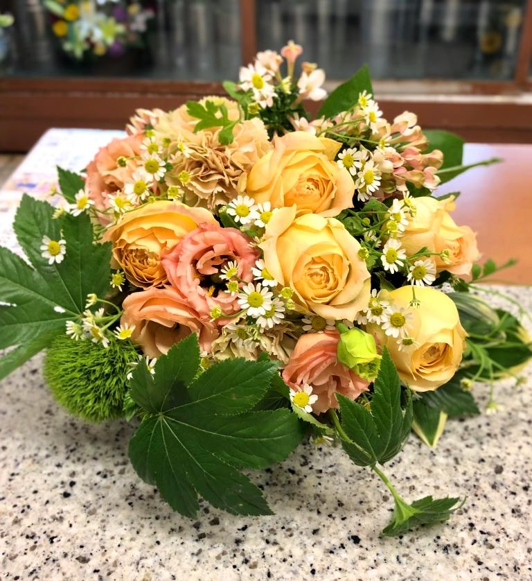 横浜市関内へ花束を即日当日配達させていただきました。【横浜花屋の花束・スタンド花・胡蝶蘭・バルーン・アレンジメント配達事例670】