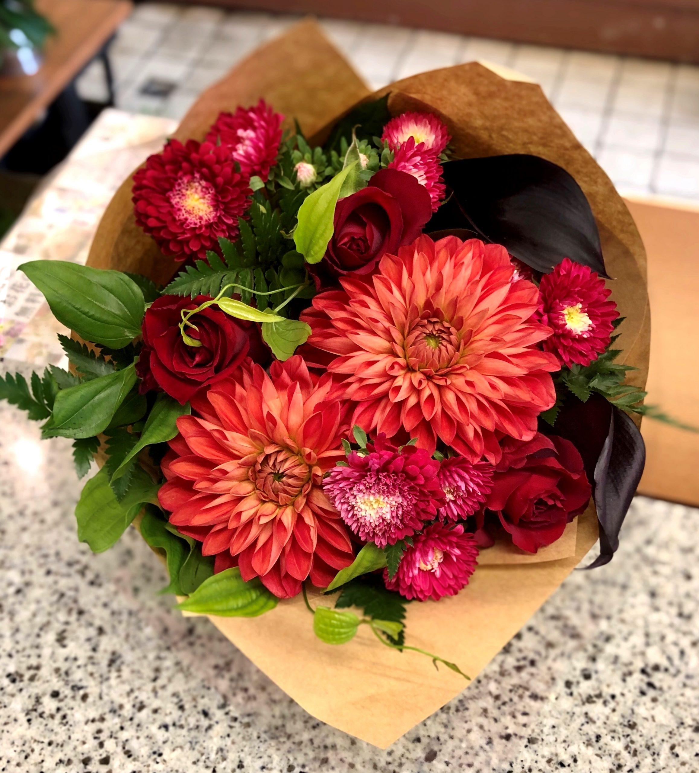横浜市花咲町へ花束を即日当日配達させていただきました。【横浜花屋の花束・スタンド花・胡蝶蘭・バルーン・アレンジメント配達事例678】