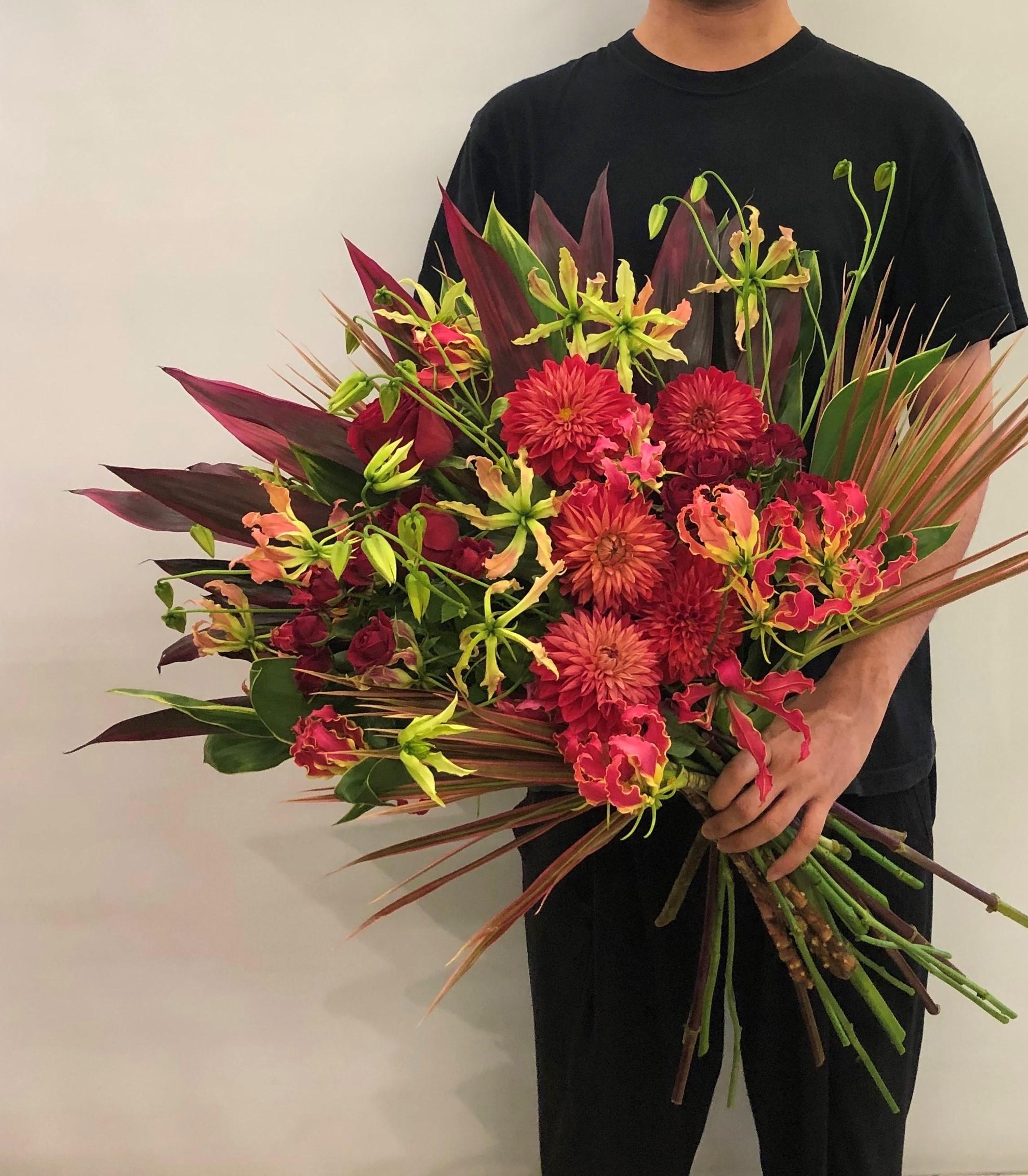 横浜市庁舎へ花束を即日当日配達させていただきました。【横浜花屋の花束・スタンド花・胡蝶蘭・バルーン・アレンジメント配達事例682】