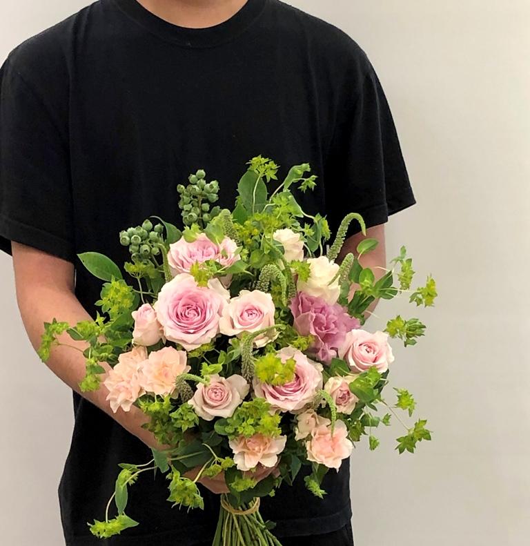 横浜市関内へブーケ花束を即日当日配達させていただきました。【横浜花屋の花束・スタンド花・胡蝶蘭・バルーン・アレンジメント配達事例680】