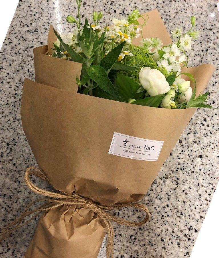 横浜市関内へ花束を即日当日配達しました。【横浜花屋の花束・スタンド花・胡蝶蘭・バルーン・アレンジメント配達事例691】