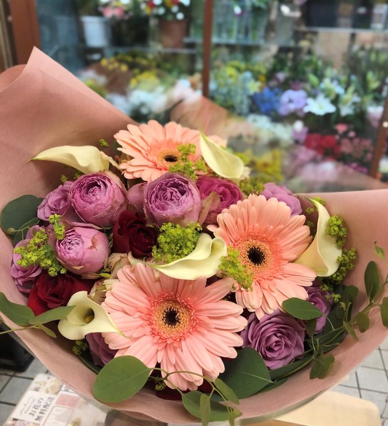 横浜みなとみらいへ花束を即日当日配達しました。【横浜花屋の花束・スタンド花・胡蝶蘭・バルーン・アレンジメント配達事例706】