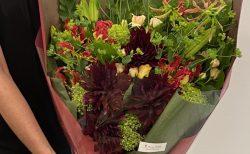 ヨコハマ グランドインターコンチネンタルホテルへ花束を配達しました。【横浜花屋の花束・スタンド花・胡蝶蘭・バルーン・アレンジメント配達事例698】