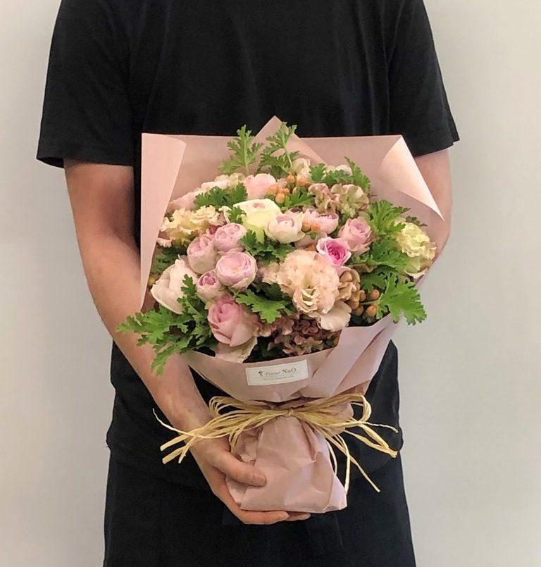横浜市みなとみらいへ花束を即日当日配達しました。【横浜花屋の花束・スタンド花・胡蝶蘭・バルーン・アレンジメント配達事例731】