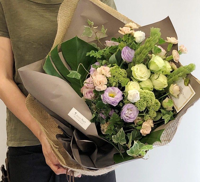 横浜市山下町へ花束を即日当日配達しました。【横浜花屋の花束・スタンド花・胡蝶蘭・バルーン・アレンジメント配達事例733】