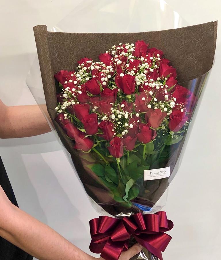 横浜市関内へバラ&カスミ草の花束を即日当日配達しました。【横浜花屋の花束・スタンド花・胡蝶蘭・バルーン・アレンジメント配達事例756】
