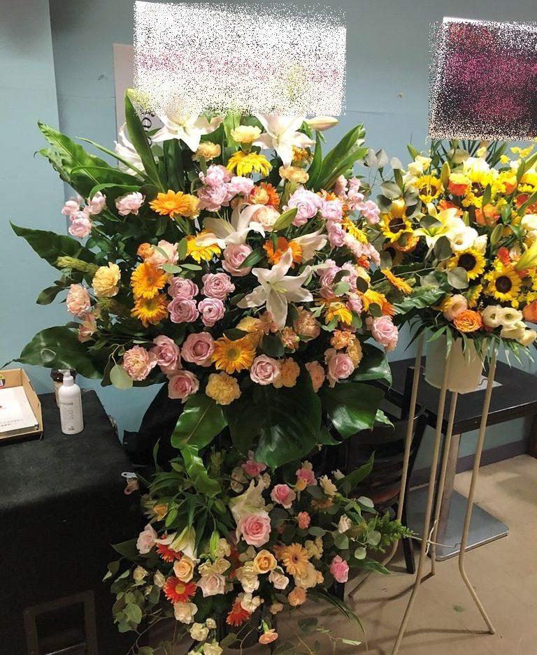 横浜市関内セルテへスタンド花を配達しました。【横浜花屋の花束・スタンド花・胡蝶蘭・バルーン・アレンジメント配達事例747】