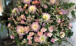 Billboard Live YOKOHAMAへスタンド花を配達しました。【横浜花屋の花束・スタンド花・胡蝶蘭・バルーン・アレンジメント配達事例754】