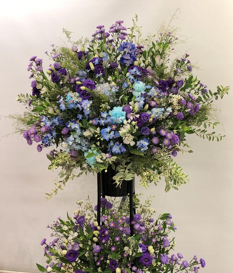 F.A.D yokohamaへスタンド花を配達しました。【横浜花屋の花束・スタンド花・胡蝶蘭・バルーン・アレンジメント配達事例756】