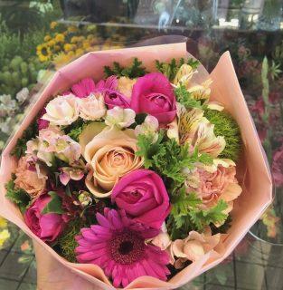 インターコンチネンタル横浜 Pier 8へ花束を配達しました。【横浜花屋の花束・スタンド花・胡蝶蘭・バルーン・アレンジメント配達事例758】