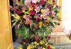 横浜市関内の飲食店様へアレンジメントを配達しました。【横浜花屋の花束・スタンド花・胡蝶蘭・バルーン・アレンジメント配達事例792】