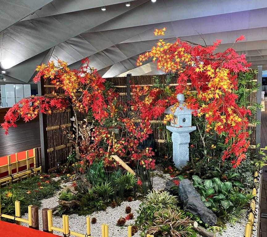横浜港大さん橋国際客船ターミナルで庭園装飾をしました。【横浜花屋の花束・スタンド花・胡蝶蘭・バルーン・アレンジメント配達事例773】