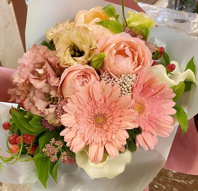 横浜市関内へ花束(ブーケタイプ)を即日当日配達しました。【横浜花屋の花束・スタンド花・胡蝶蘭・バルーン・アレンジメント配達事例787】