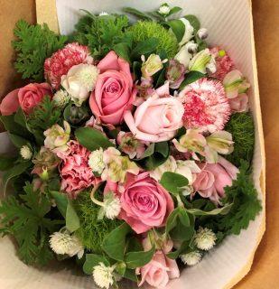 横浜市みなとみらいへ花束ブーケを即日当日配達しました。【横浜花屋の花束・スタンド花・胡蝶蘭・バルーン・アレンジメント配達事例771】