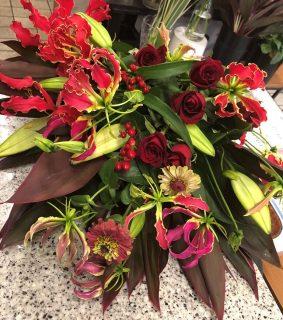 横浜市みなとみらいへ花束を即日当日配達しました。【横浜花屋の花束・スタンド花・胡蝶蘭・バルーン・アレンジメント配達事例772】
