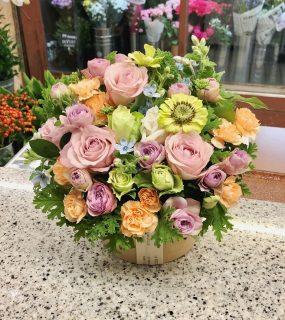 ペット用のお供えフラワーアレンジメントを即日当日配達しました。【横浜花屋の花束・スタンド花・胡蝶蘭・バルーン・アレンジメント配達事例777】