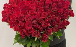 横浜ロイヤルパークホテルへバラの花束108本を配達しました。【横浜花屋の花束・スタンド花・胡蝶蘭・バルーン・アレンジメント配達事例790】