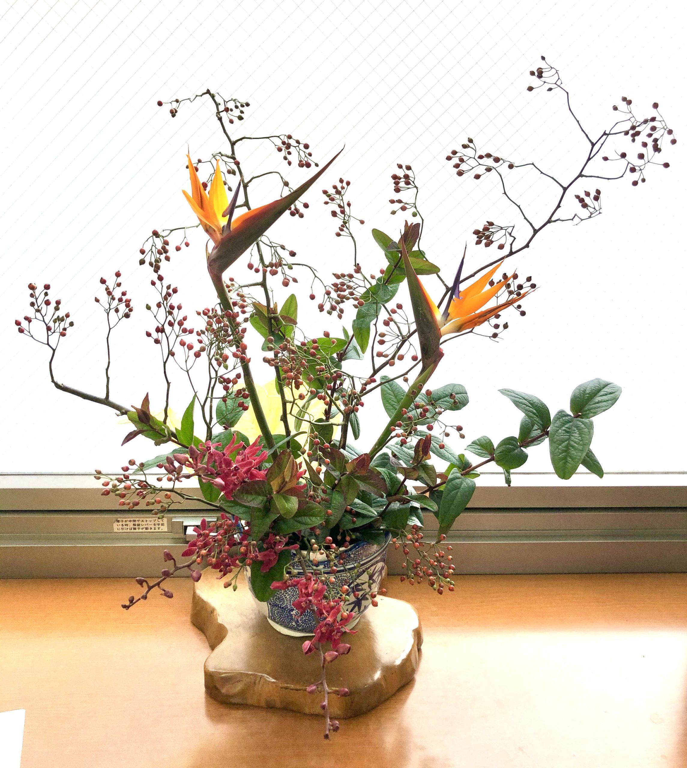 横浜市みなとみらいへ受付用装花を即日当日配達しました。【横浜花屋の花束・スタンド花・胡蝶蘭・バルーン・アレンジメント配達事例810】