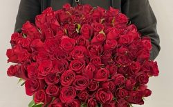 横浜市みなとみらいへバラの花束108本を配達しました。【横浜花屋の花束・スタンド花・胡蝶蘭・バルーン・アレンジメント配達事例820】